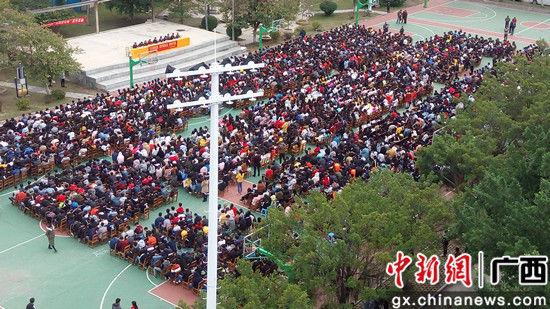 梧州龙圩网警深入校园开展法制宣传活动