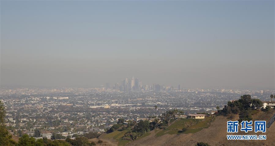 (国际)(1)山火肆虐 美国南加州部分地区空气质量恶化