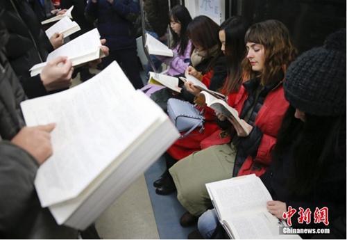 数字阅读率攀升的当下,纸质书回暖只是因为情怀吗?