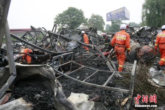 火灾现场只剩铁架子。 <a target='_blank' href='http://www.chinanews.com/'></table>中新社</a>发 王中举 摄