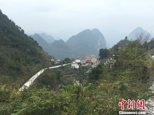"""广西大石山区""""天路""""架通农家致富桥"""