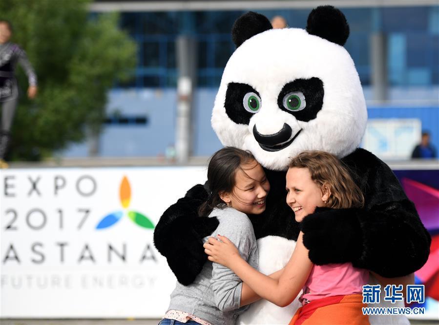 大熊猫活泼可爱,憨态可掬,一直深受世界各国人民的欢迎和喜爱.