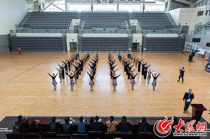 舞动校园 昆明学院体育学院首创三套民族体育舞蹈