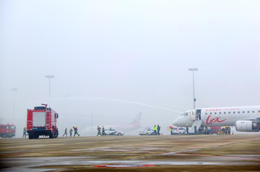 南宁吴圩国际机场举行应急救援综合演练(组图)