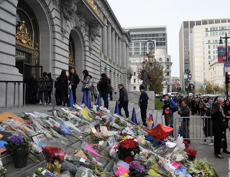 民众吊唁旧金山华裔市长李孟贤