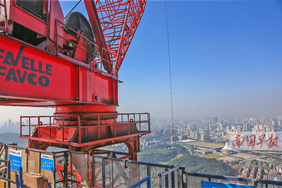 12月19日焦点图:广西第一高楼因影响航线被降高