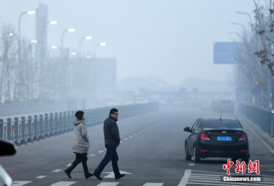 资料图:雾霾天气。 <a target='_blank' href='http://www.chinanews.com/'></table>中新社</a>记者 刘新 摄
