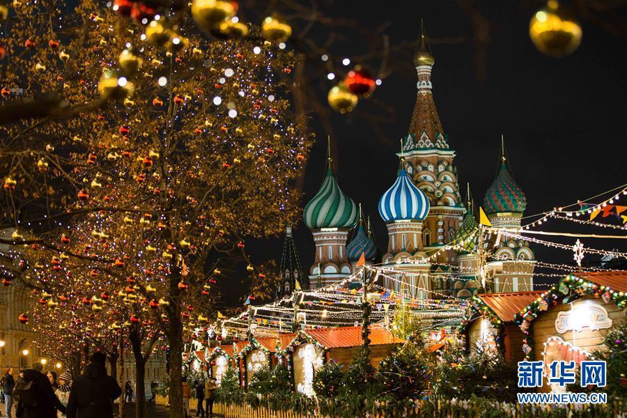(国际)(1)莫斯科张灯结彩迎新年