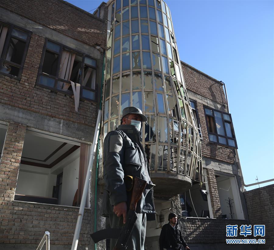 (国际)(1)阿富汗首都发生自杀式爆炸袭击逾70人死伤