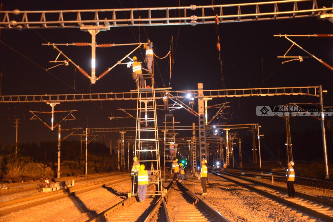 黎湛铁路实现全线电气化运行