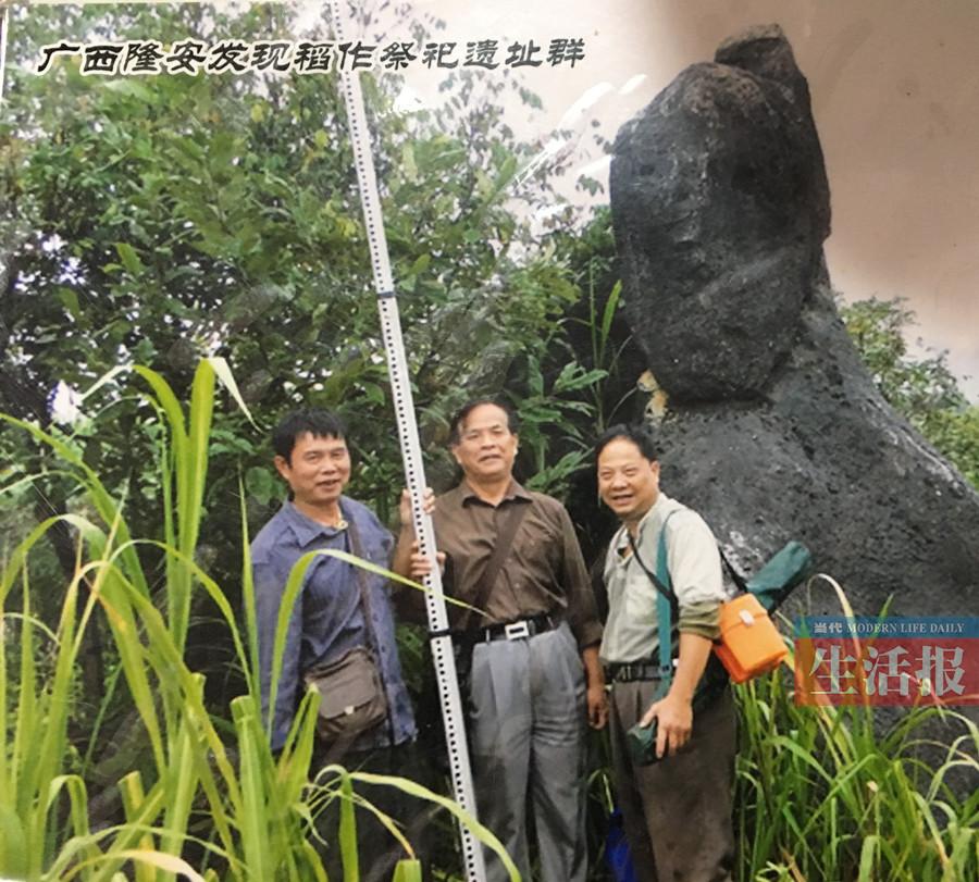 """喜欢骆越文化的他 曾助巨型古石铲""""回家""""(图)"""