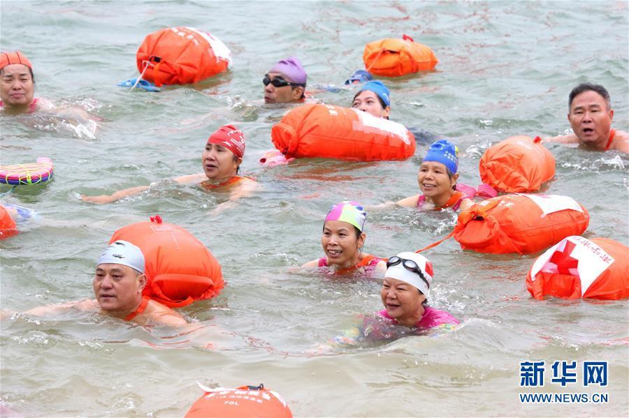 (体育)(1)全民健身——冬泳邕江庆新年