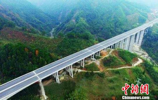 资兴高速建成通车架起湘桂旅游黄金大通道