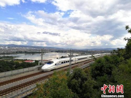 全国铁路30日预计发送旅客超千万人次增开列车182列