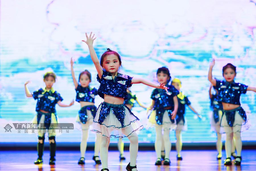 百色举办少儿文艺晚会 特色节目轮番上演(组图)