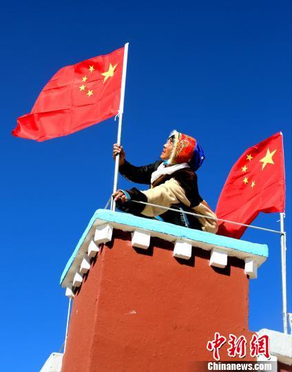 """西藏阿里盐湖乡79位困难民众""""元旦""""前迁入新居"""