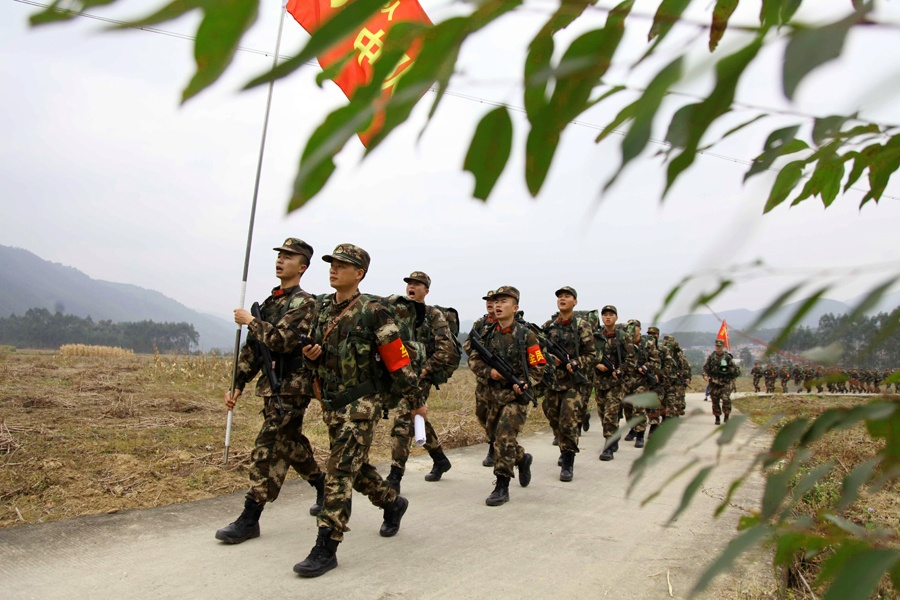 武警官兵冬季野营拉练砺精兵 行军200余公里(图)