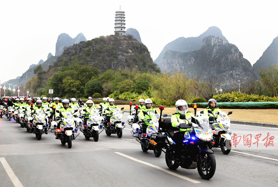 威武!桂林骑警队1月4日首巡 200辆铁骑穿街而过