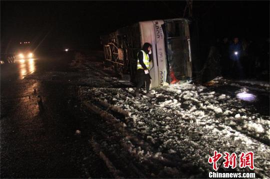 澳门网上赌博娱乐网址:一客车在316国道湖北随州段发生侧翻_致3人死亡