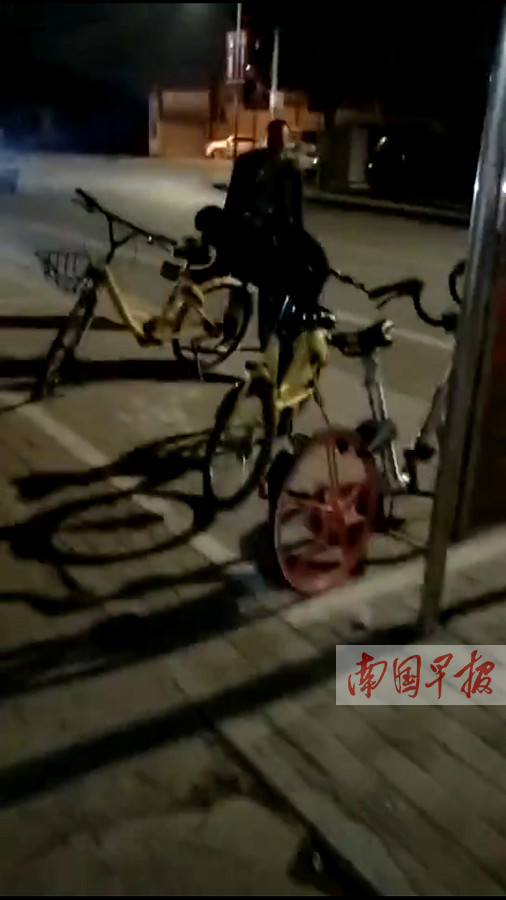 1月7日焦点图:砸小黄车被抓现行 男子咬伤纠察员
