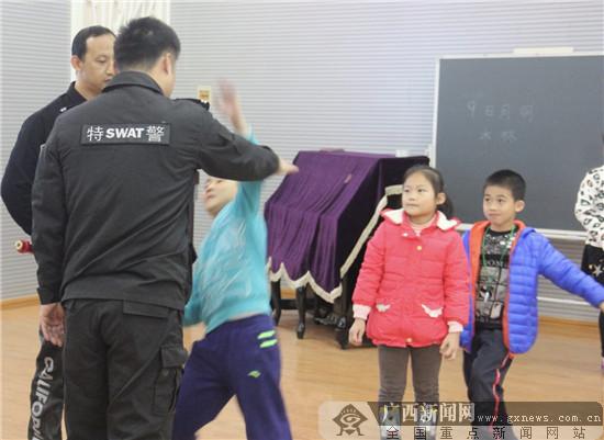 """南宁市银杉路小学开展""""儿童安防""""进校园活动"""