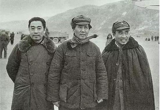 1946年11月,毛泽东,周恩来,朱德在一起