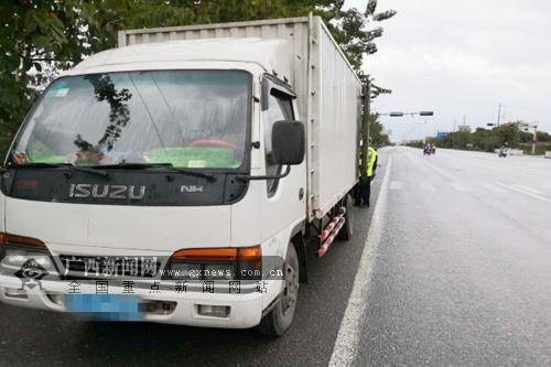 田东:小货车走私5吨冻牛肉被交警查获(图)