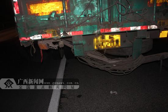 南友高速公路一小货车与挂车追尾 致一人轻伤(图)