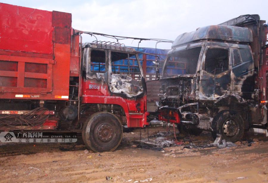 宁明:大货车燃起熊熊大火殃及旁边车辆(图)