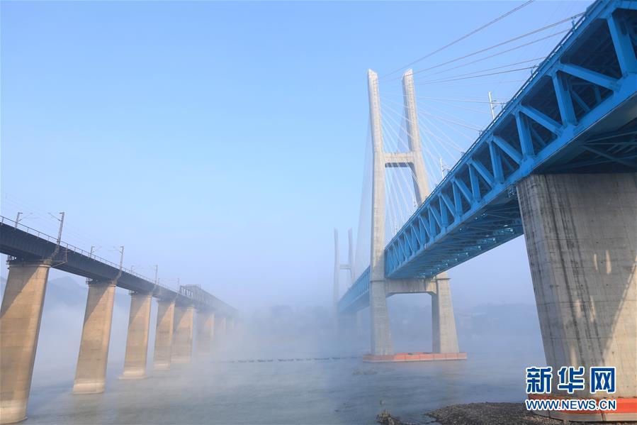 (经济)(3)世界首座双层六线钢桁梁铁路斜拉桥在渝落成