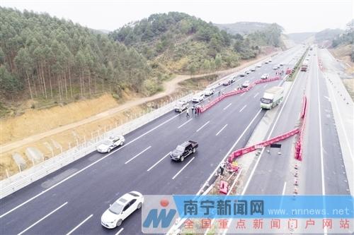 柳南高速南宁至古辣段春运期间开放双向四车道(图)