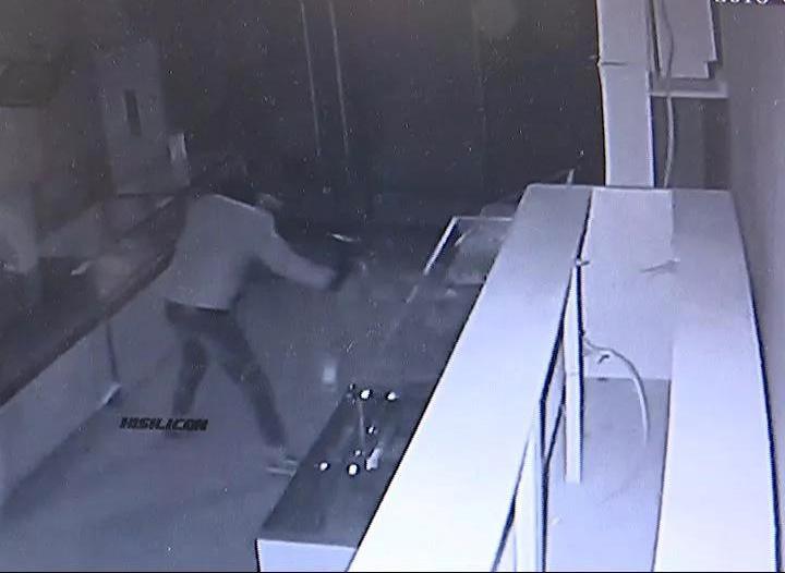 这伙蟊贼太嚣张一夜撬砸5家临街店铺 事发南宁(图)