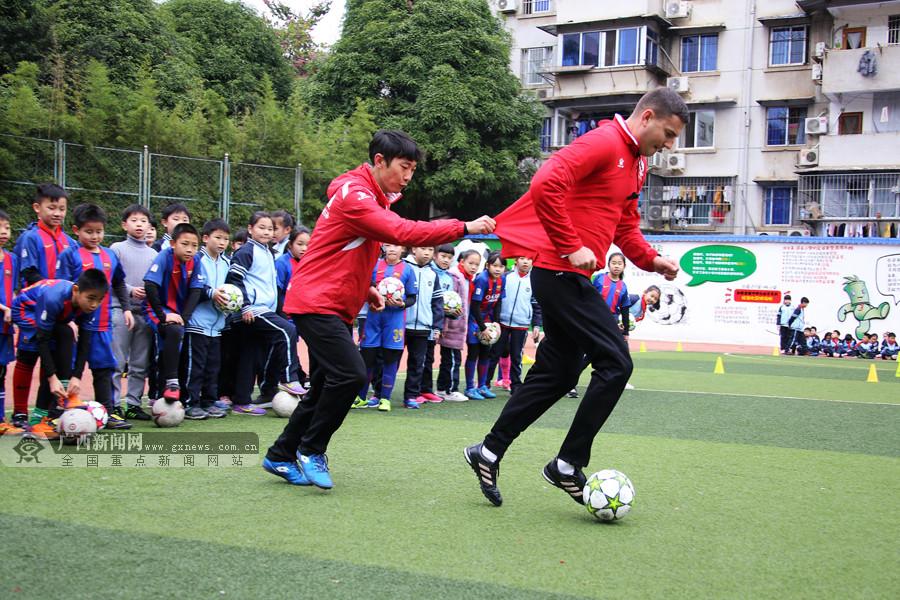 南宁市全民健身联共建活动进尾声 足球陆续进校园