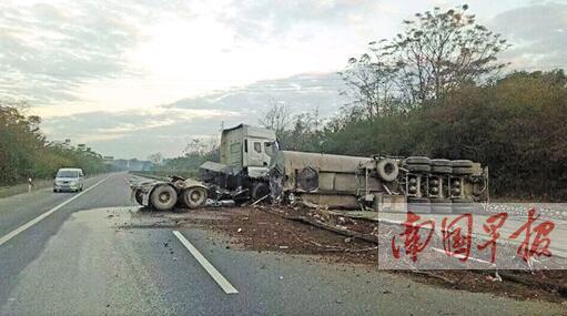 广昆高速路:大货车侧翻致单向交通中断约4小时(图)