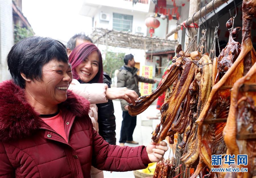 #(社会)(3)广西三江:春节将至 腊味飘香
