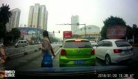女子被撞倒后疑遭二次碾压 南宁交警通报最新情况