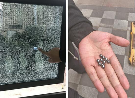 """小区沿街铺面遭钢珠袭击 防弹玻璃被打成""""蛛网"""""""