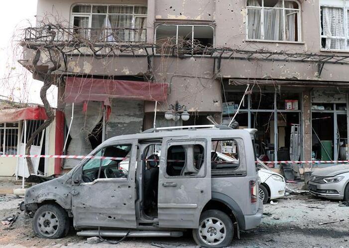 土耳其边境城市遭火箭弹袭击1死32伤