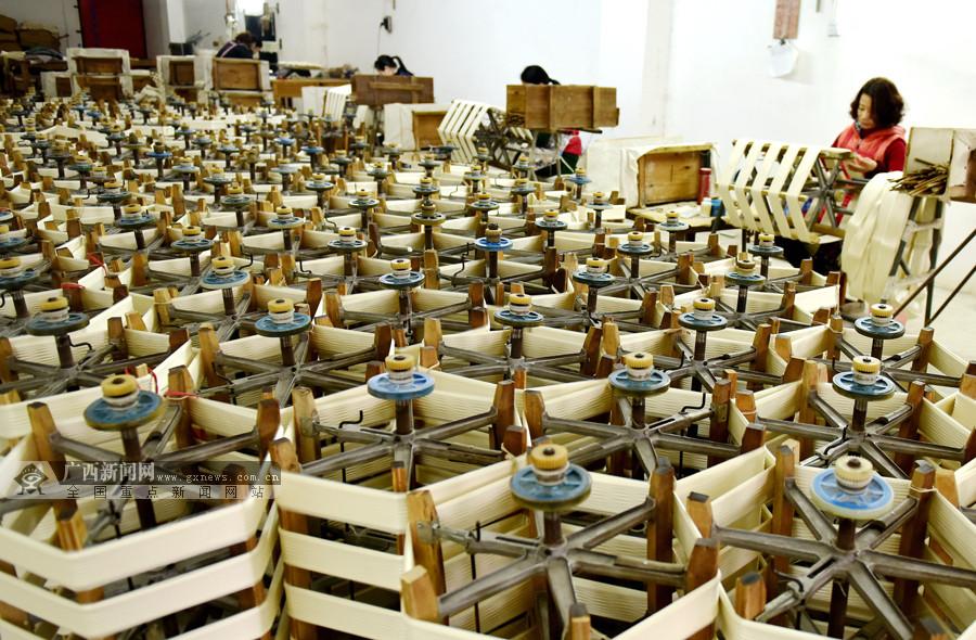 罗城:仫佬山乡农民种桑养蚕收入超4.5亿元(图)