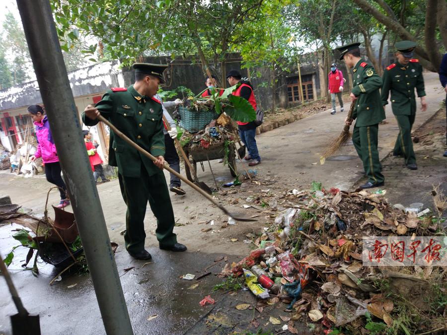 百余名志愿者进麻风村大扫除(图)