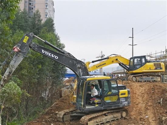 大化江滨南路中段道路恢复施工