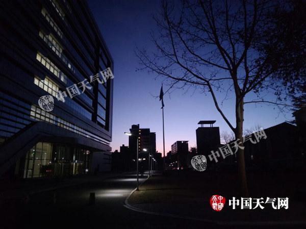 今天北京气温复苏最高5℃伴6级阵风 明夜赏红月亮需防寒