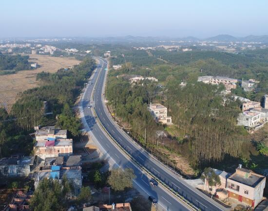 钦州至灵山的一级公路已全线贯通.