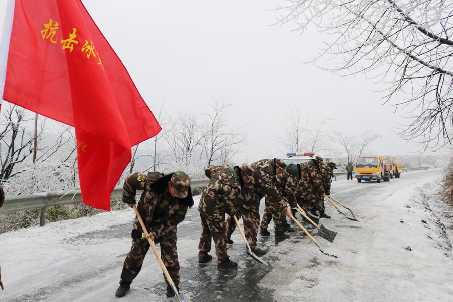 桂林消防组建抗冰先锋突击队投入应急救援(图)