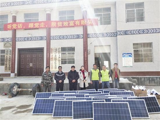 大化县总工会赠送22盏太阳能路灯给七百弄乡戈从村