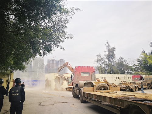 青秀区与兴宁区联合执法 拆除邕宾路沿线违法建设