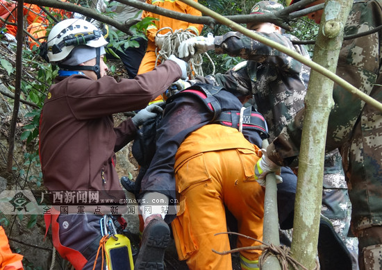 田阳:七旬老人被困800米高山上 最终获救(图)