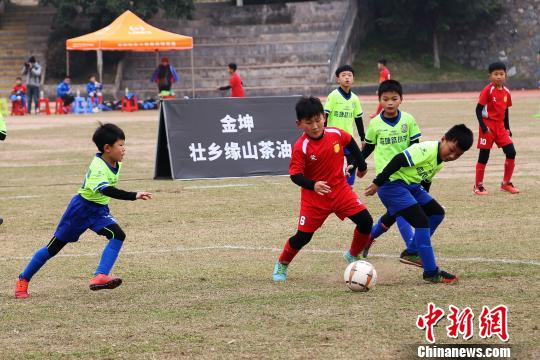 全国30支青少年足球队相聚南宁切磋