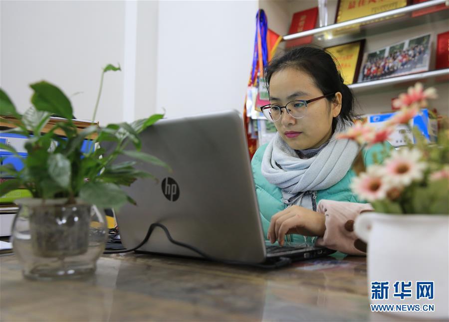 """#(图片故事)(4)女大学生石秋香:""""薯来宝""""为乡亲谋脱贫"""