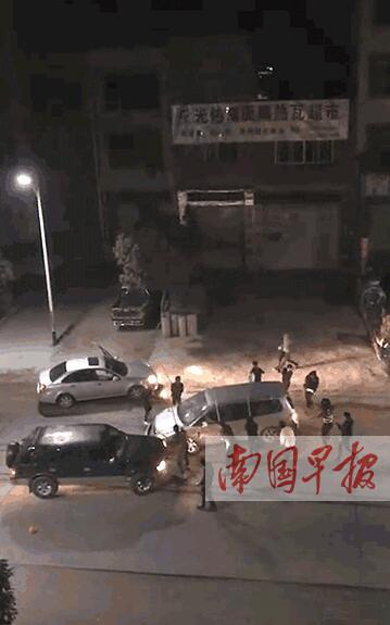 容县两涉黑团伙斗殴驾车互撞 警方抓获14名嫌疑人